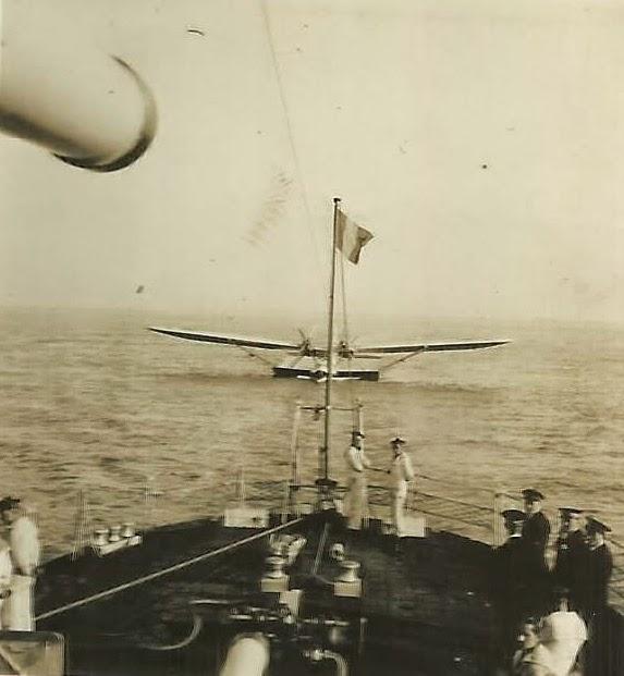 Lat 302 mouneyr s en rade de brest en mai 1938 for Divan le terrible lucien