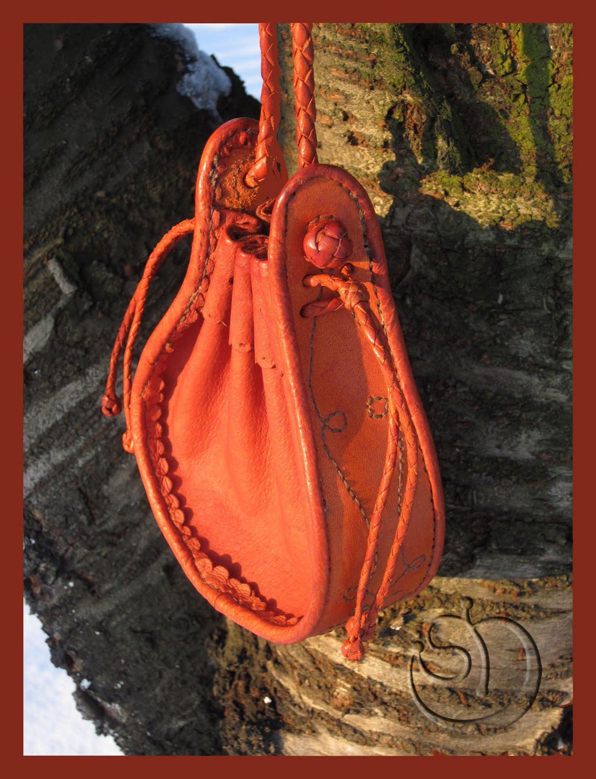 Dalma Leather Art  Vállra akasztható bőrerszény Long-strapped ... 5729130fa9