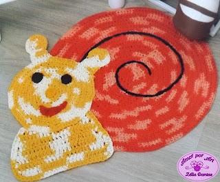 Tapete infantil de crochê em formato de caracol com gráfico e passo a passo