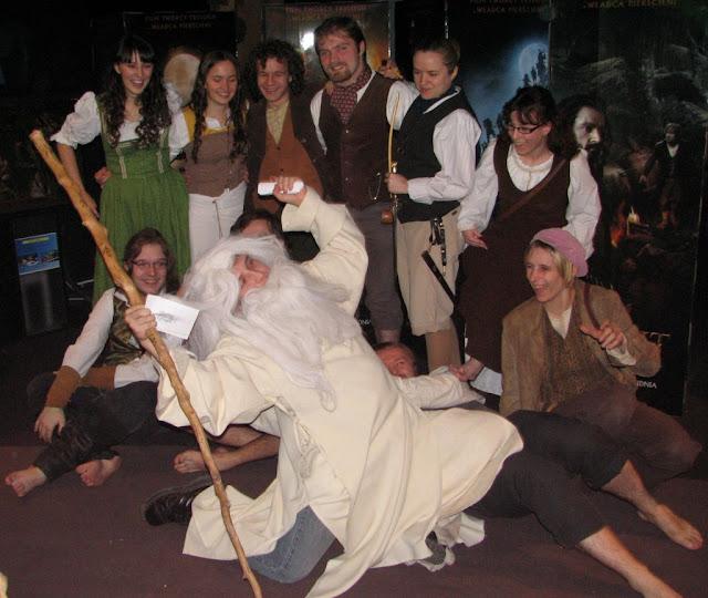 Gandalf przymierza się do premiery nowego filmu Jacksona wraz z hobbitami