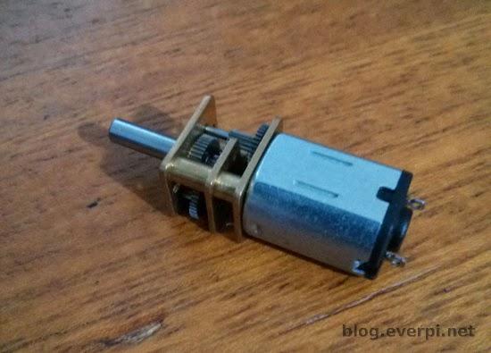 Motor DC com caixa de redução