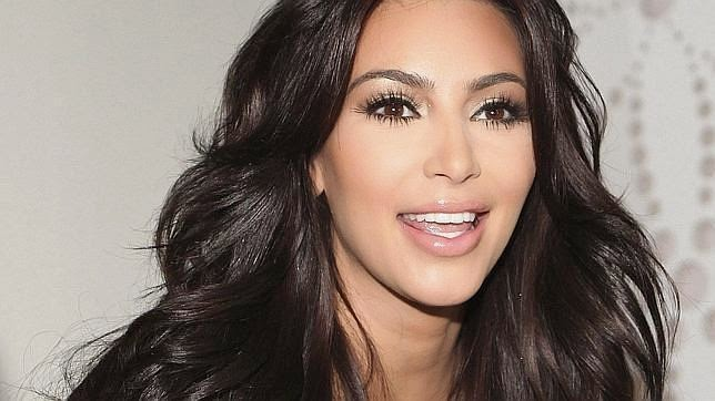 kim kardashian sin ropa en hilo hot