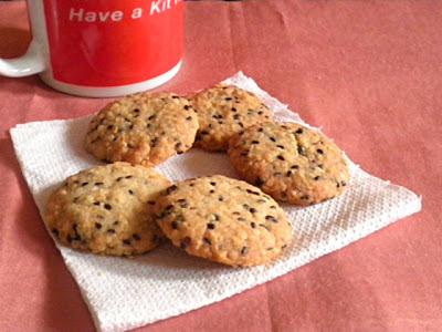 Oatmeal Sesame Cookies Recipe @ treatntrick.blogspot.com