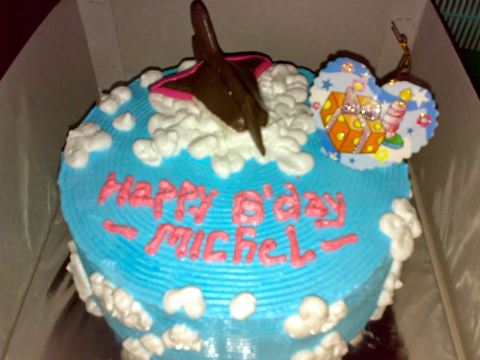 Cake pesawat di toko kue padang