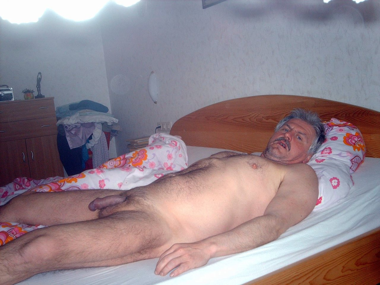 free mature gay males - men 40 mature male gay - daddy on the bed