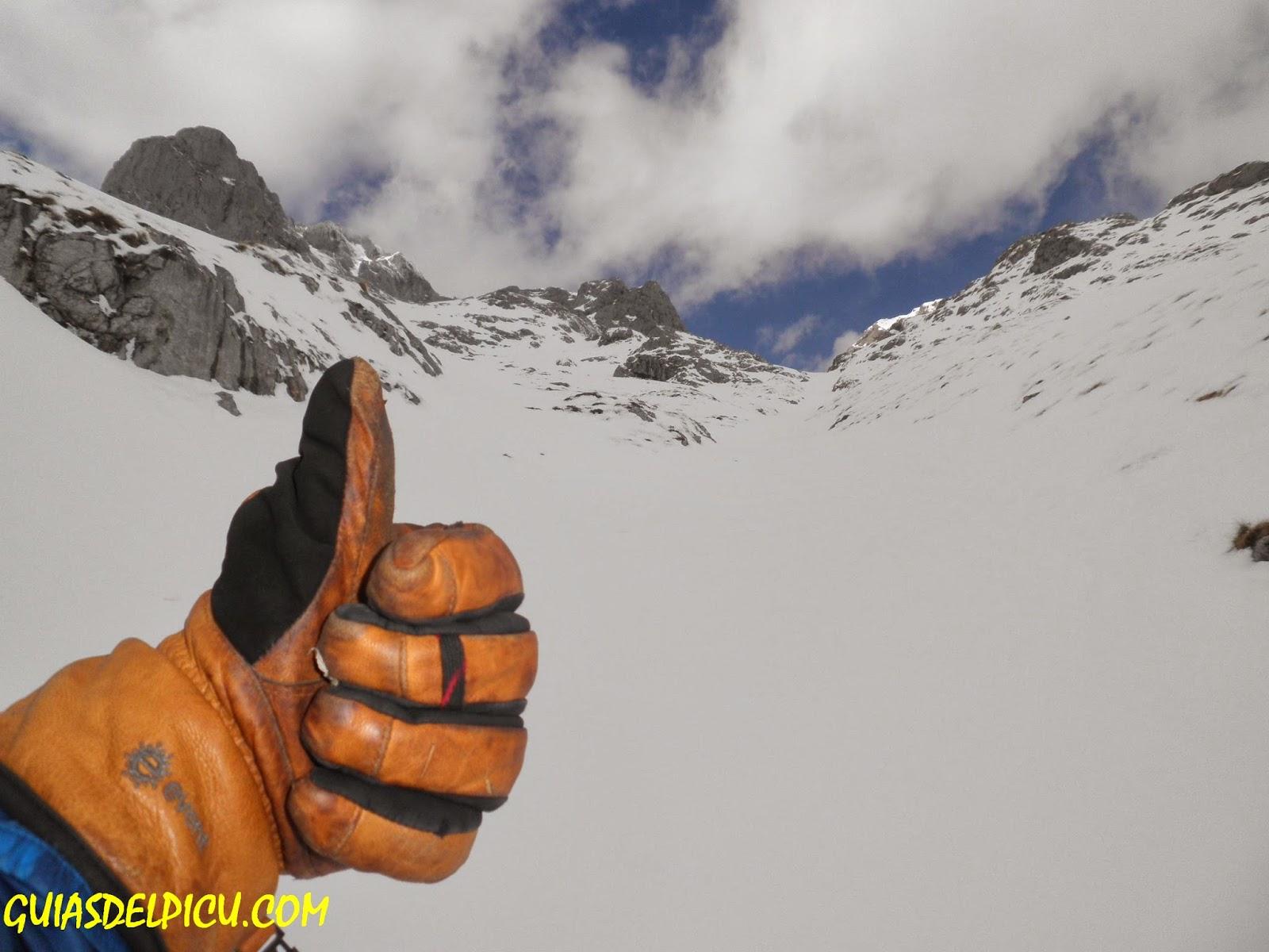 guiasdelpicu.com guias de alta montaña,Rab guide glove, guante Rab , especialistas en las grandes montañas de Picos de Europa , guias , Fernando Calvo gonzalez