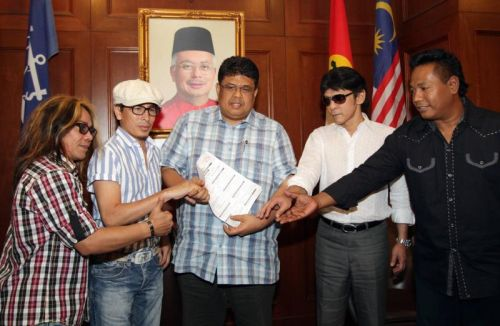 Amy Search, Mus May Dan Ibnor Riza Masuk UMNO