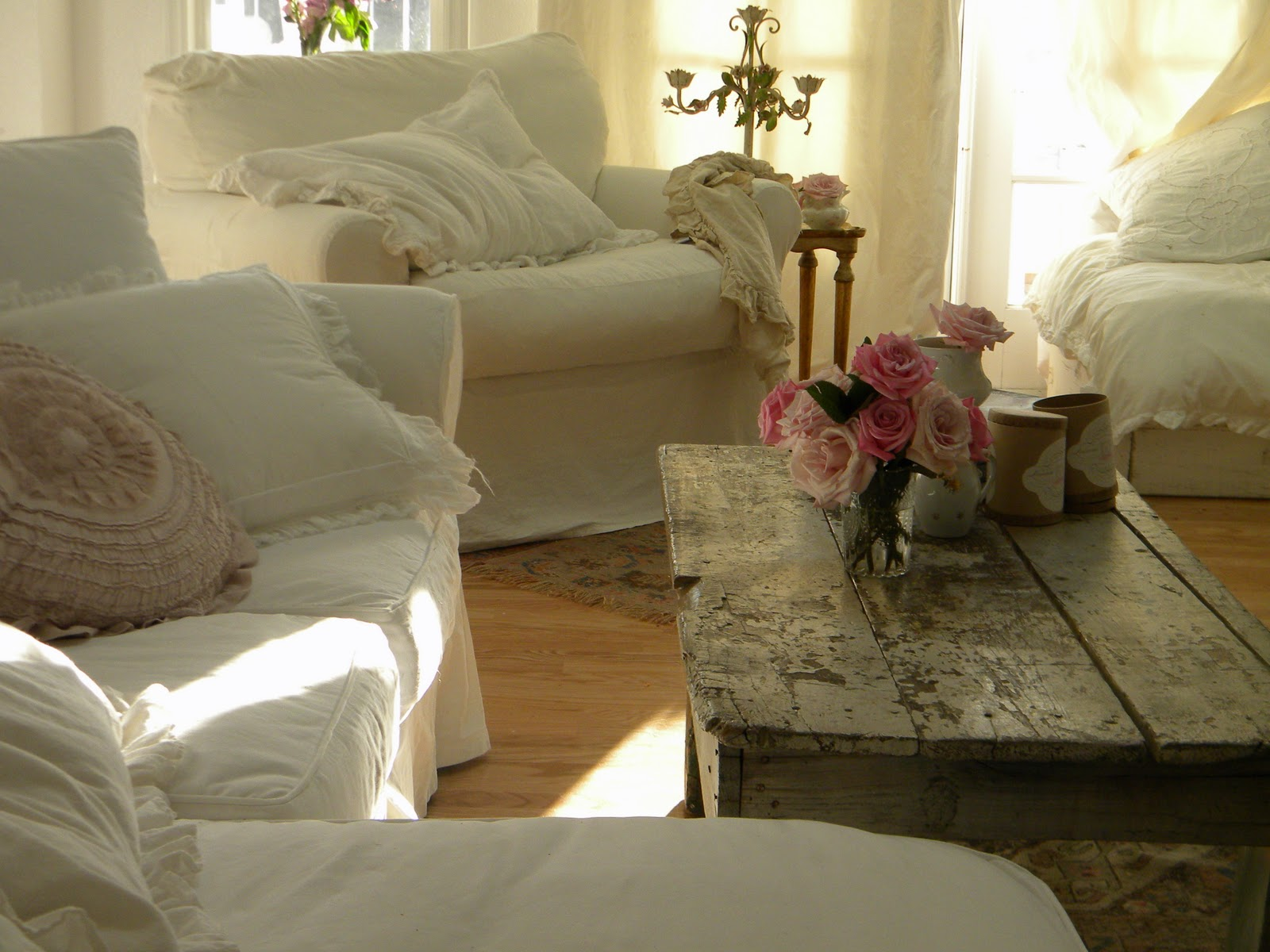 Simply me messy pillows and blankets everywhere this for Shabby living room