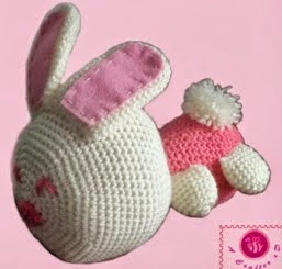 http://translate.google.es/translate?hl=es&sl=auto&tl=es&u=http%3A%2F%2Fbeacrafter.com%2Fcrochet-bunny-baby-hat-and-toy%2F