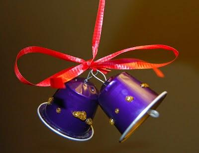 Campanas navideñas con materiales reciclados