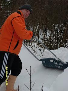 Lumenkolaus on kovaa hommaa varsinkin kun kevään nuoskalumet pääsevät paakkuuntumaan koviksi