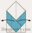 Bước 6: Gấp hai cạnh tờ giấy theo chiều từ trong ra ngoài.