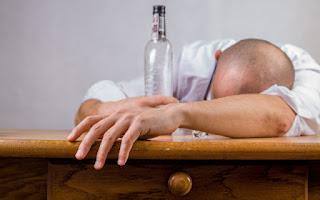Consumir alcohol irrita el estómago