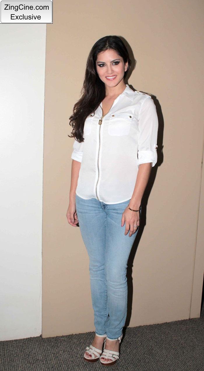 Sunny Leone Meets Saregama Contestants Photo Stills | Indian ...