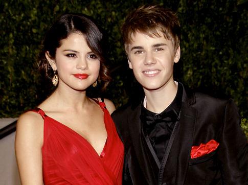justin bieber selena gomez kissing caribbean. Justin Bieber tweets Selena