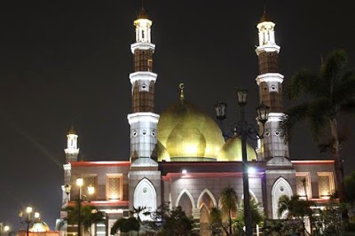 Masjid kubah emas : Tempat wisata di depok dengan nilai religi islami