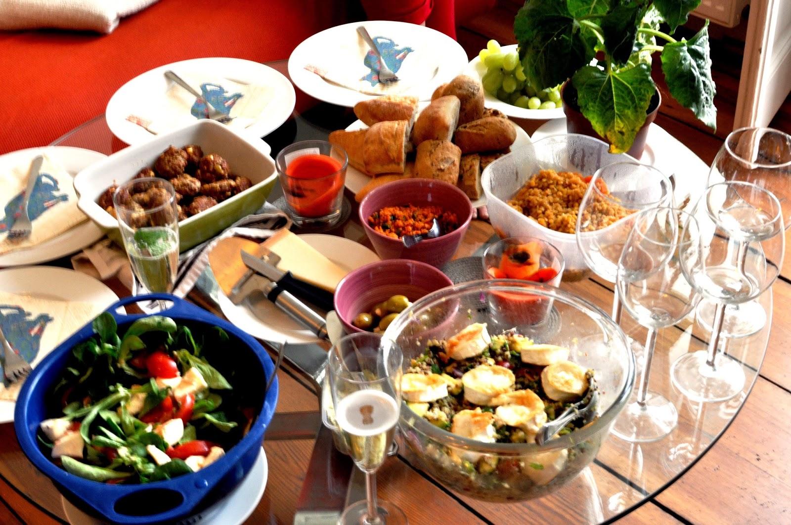 Illallis/piknik-menu sisältää mm. lihapullia ja kvinoasalaattia.