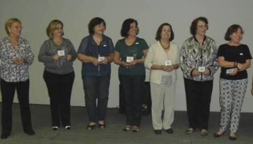 Professoras Voluntárias do MICA recebem troféu em comemoração aos 25 anos do Art Blanch'aime.