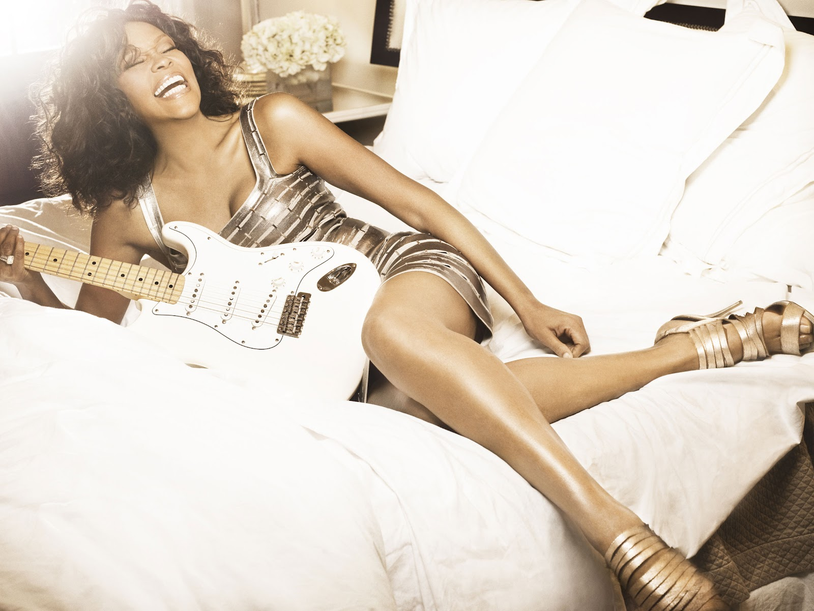 http://1.bp.blogspot.com/-ip4CjbPsUoE/T08ypCartYI/AAAAAAAABUU/rZ6oEsJwhv8/s1600/Whitney_Houston_Hot_guitar1.jpg
