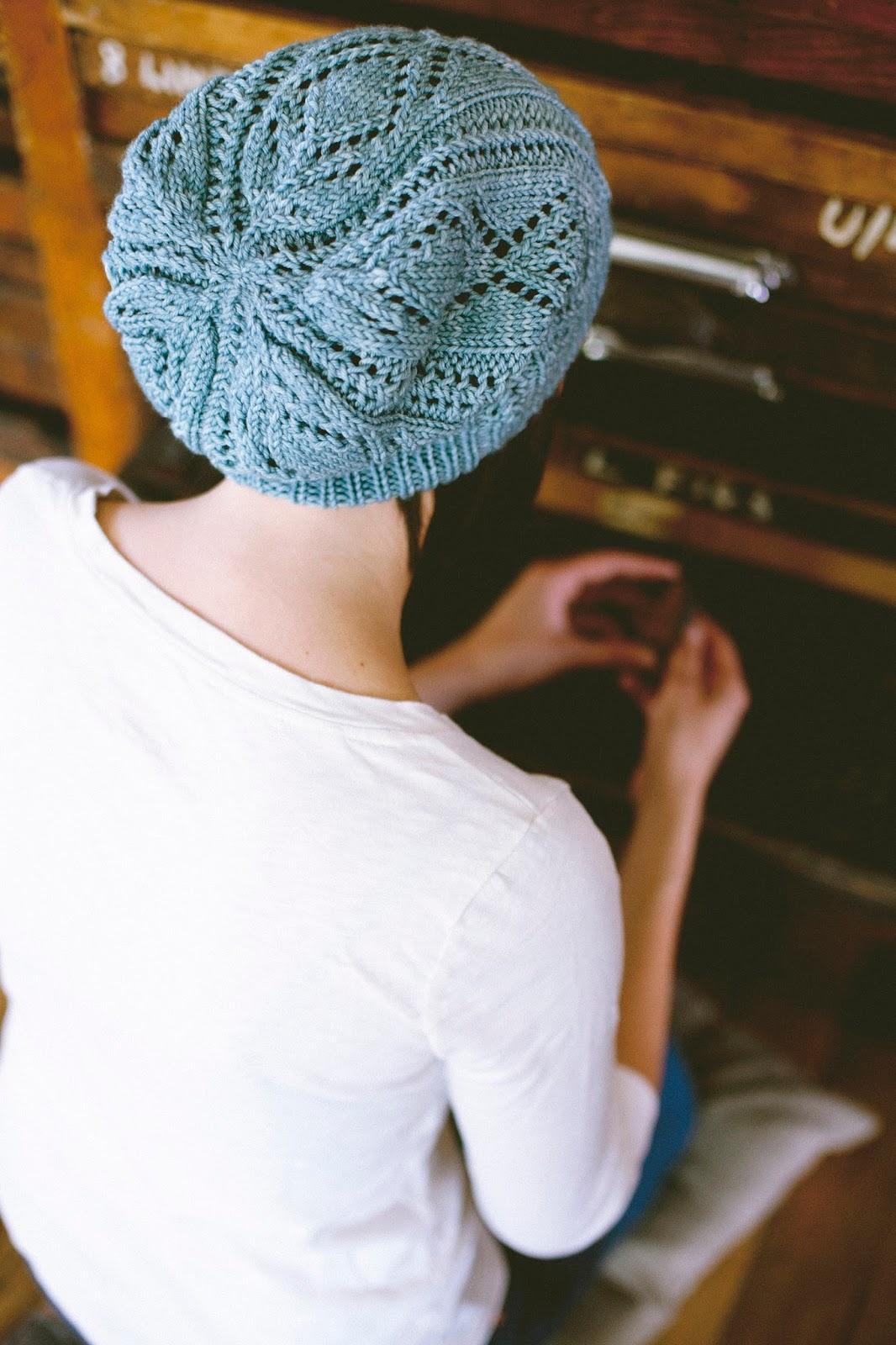 SEASONLESS   Mini Collection Volume One eBook. Schwimmen hat pattern by Shannon Cook. #seasonlessknits #knitting #book