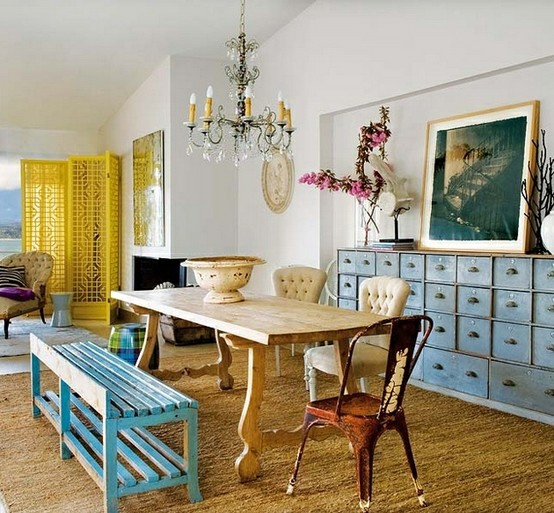 A little bit rustic and a little bit traditional, this charming dining room  is full