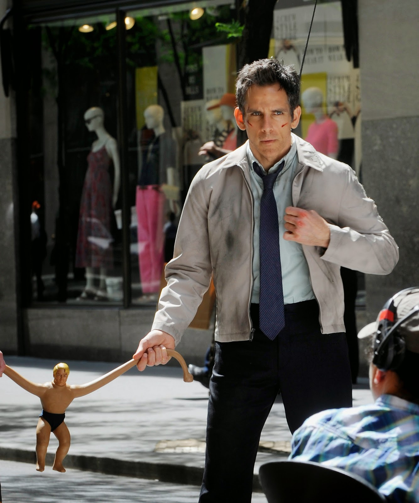 a comparison of the movie and the short story of the secret life of walter mitty James thurber's short story about a dreamy, mild man leading a mundane, boring life escaping into adventures was about 2100 words long ben stiller's adaptation of it is about 125 minutes.