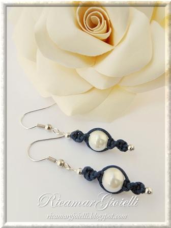 Macramory orecchini realizzati con filo armonico, macramè e perle
