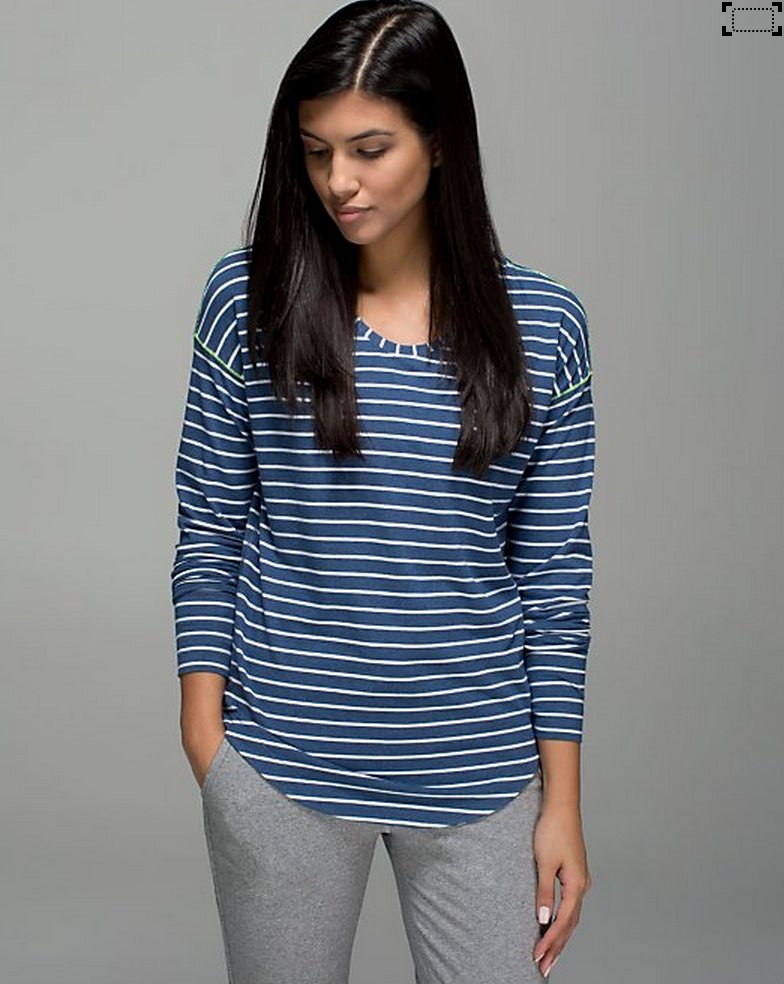 http://www.anrdoezrs.net/links/7680158/type/dlg/http://shop.lululemon.com/products/clothes-accessories/tops-long-sleeve/Weekend-Long-Sleeve?cc=18562&skuId=3602070&catId=tops-long-sleeve