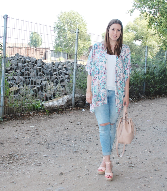 MAMsummerthing, floral Kimono, summer look, nude wedges, nude bucket bag
