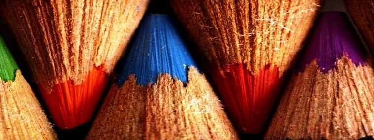 Renkli kurşun kalemler kapak resimleri