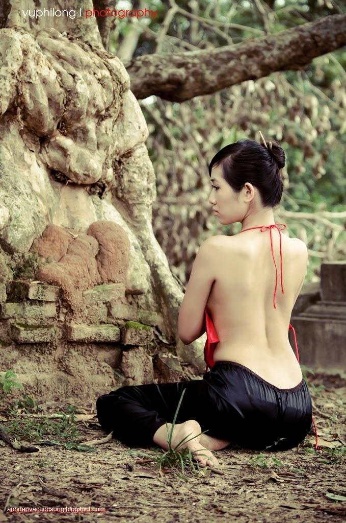 Thiếu nữ duyên dáng với áo yếm xưa 25