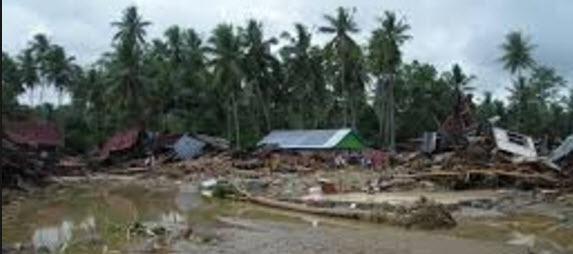 Memproduksi Teks Eksplanasi Banjir Bandang Mikirbae