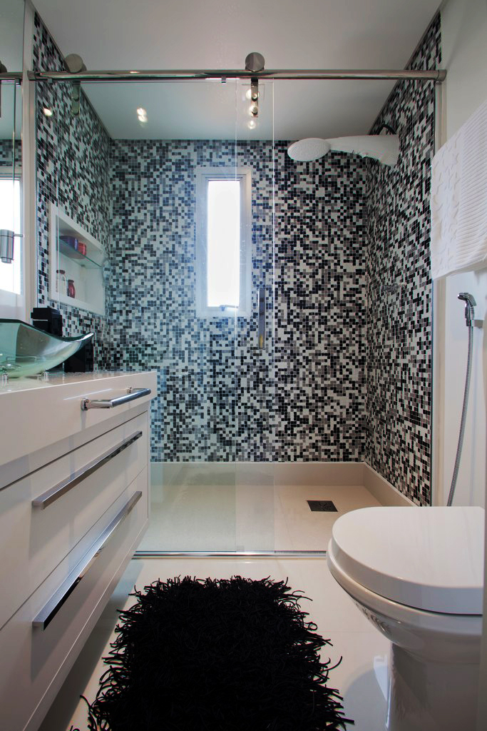 Mão de Obra Artesanal Dicas de como utilizar as pastilhas de vidro no banheiro -> Banheiros Com Pastilhas Apenas No Box