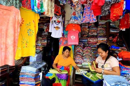 Pedagang di pasar seni Sukawati Bali