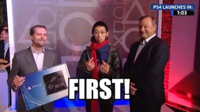 Pembeli Pertama PS4 Ini Rela Antri 20 Jam!