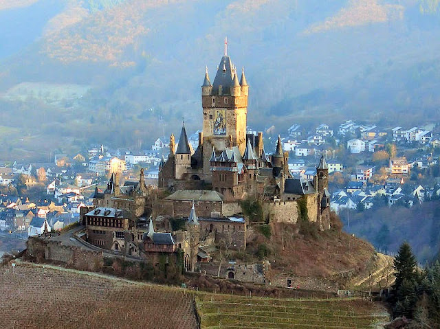 The Reichsburg Castle in Germany's Cochem. Photo: WikiMedia.org.