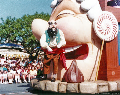 Disney Stromboli Disneyland Flights Fantasy Parade