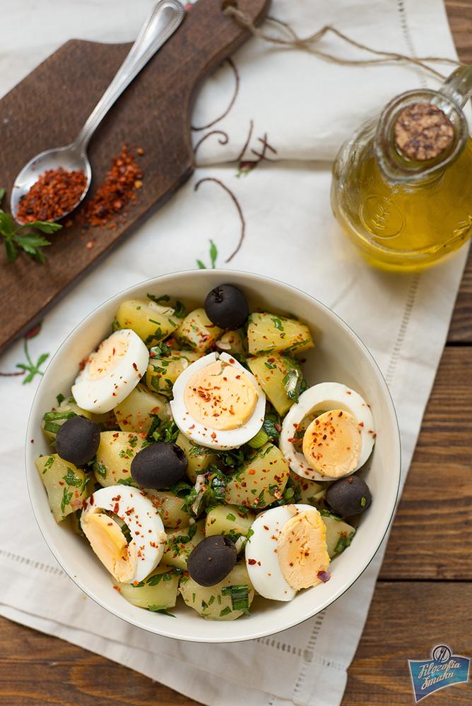 Sałatka ziemniaczana z jajkiem i oliwkami