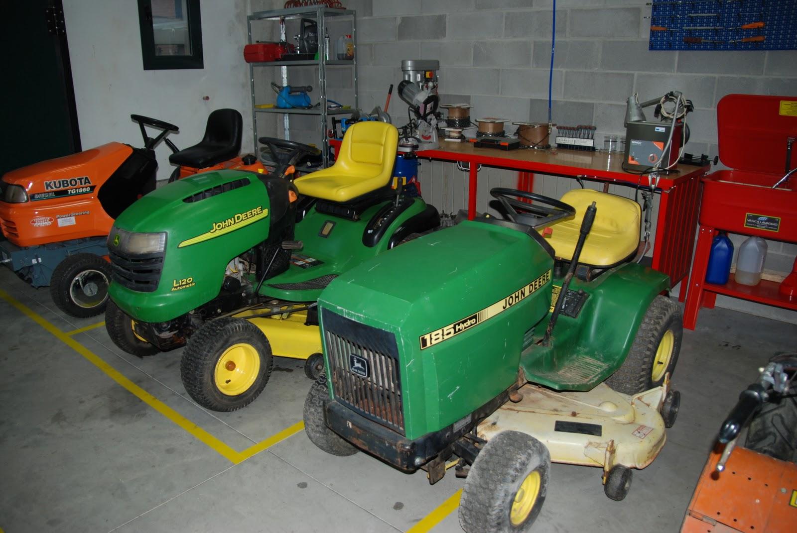 Trattorini john deere rasaerba trattori usati holidays oo for Giaccio trattori