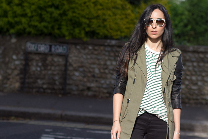 Outfit Casual con deportivas Converse para pasear por Reino Unido