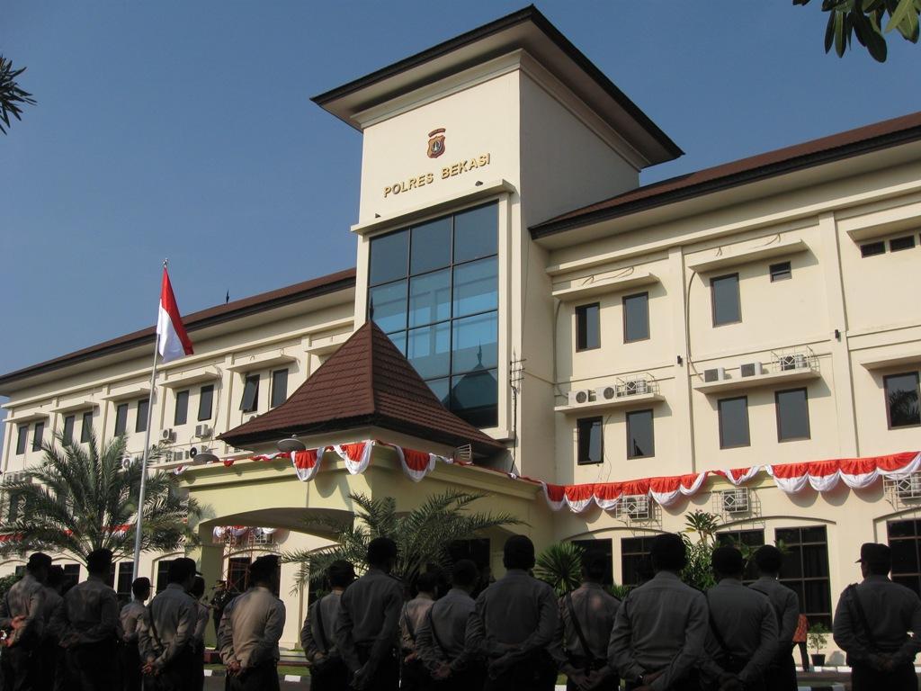 http://prabuhelaudinata.blogspot.com/2012/11/polresta-bekasi.html