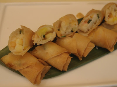 Seafood With Mixed Fruit Crispy Roll