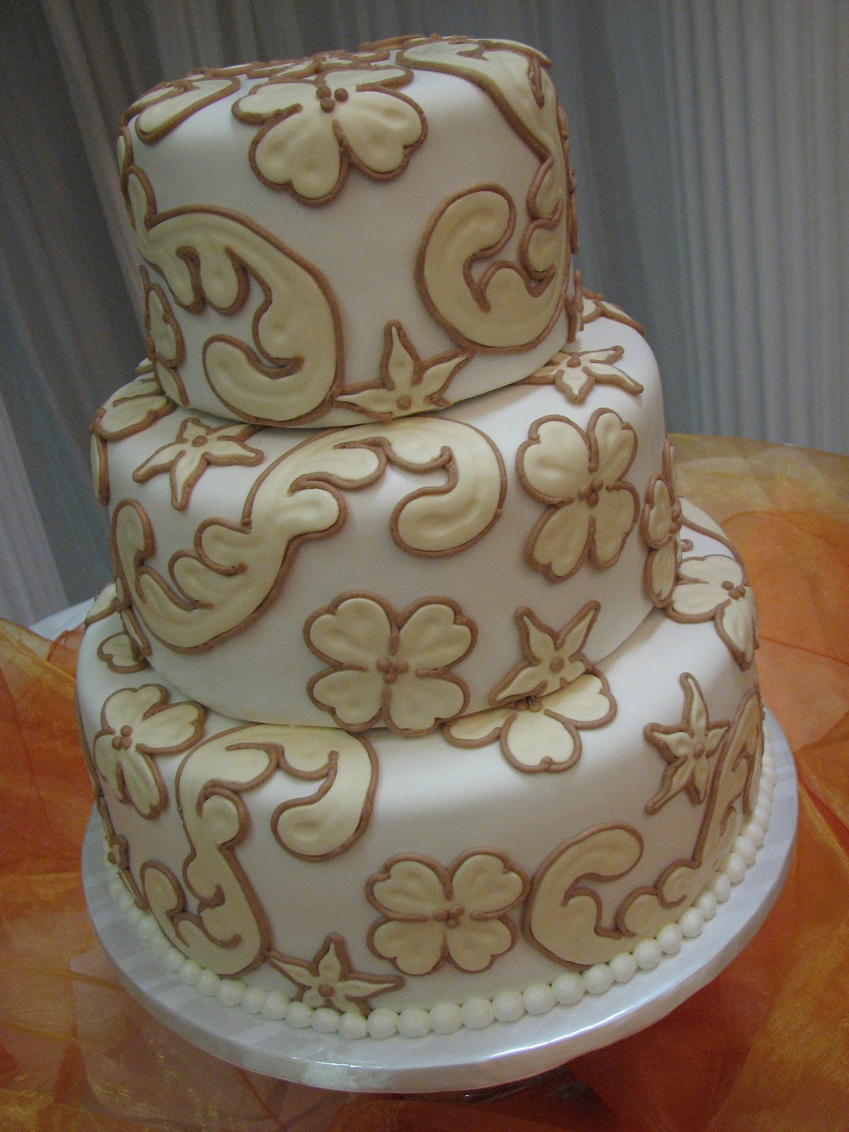 Decadent Designs Erica and Hershell s Wedding Cake
