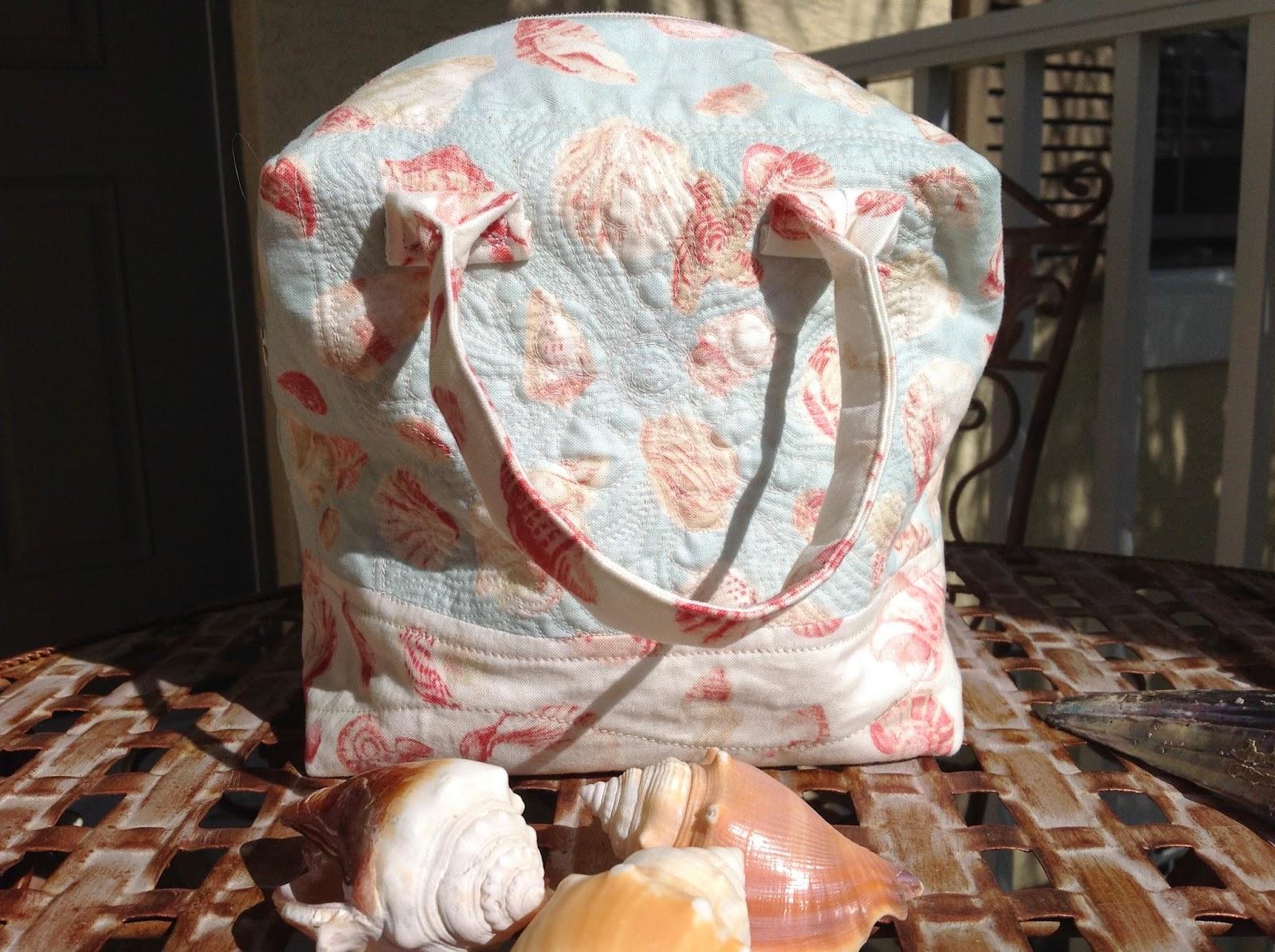 http://musingsofamenopausalmelon.blogspot.ca/2014/03/ellie-bag.html