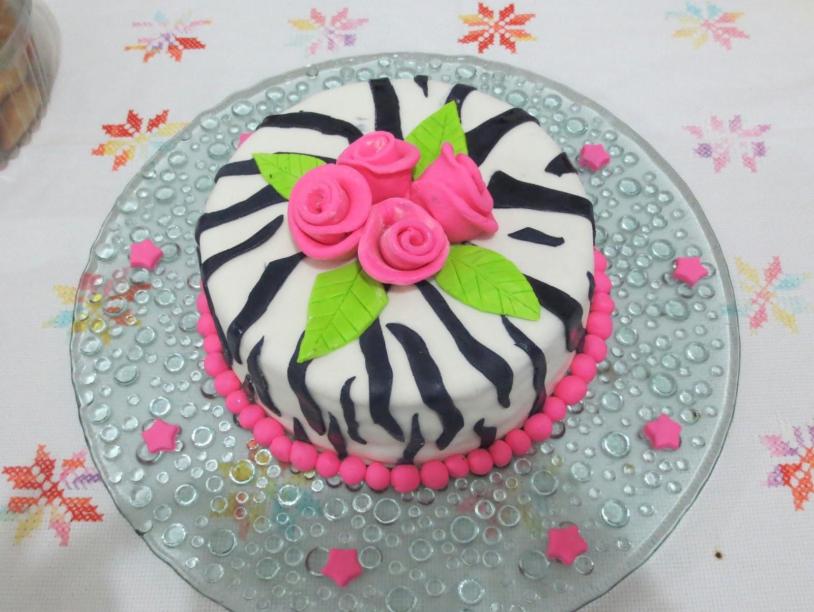 Fabuloso Bolo de pasta americana - bolo zebra com rosas VS23