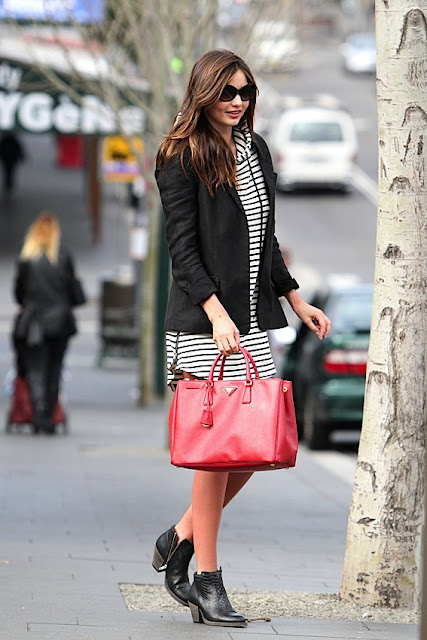 -Carrying-Red-Prada-Saffiano-Lux-Tote.jpg