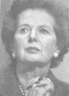 Margaret Thatcher  dùng điệu bộ hất cằm ngang ngạnh