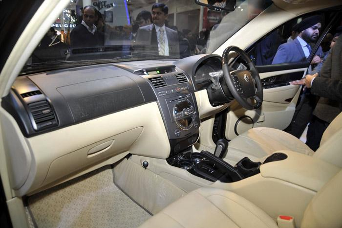 Mahindra Rexton SUV revealed at Auto Expo – To be launched ...