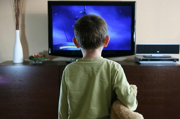 Anak-tonton-tv