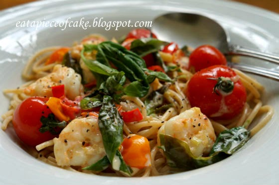 Spaghetti With Prawns In Creamy Tomato Sauce